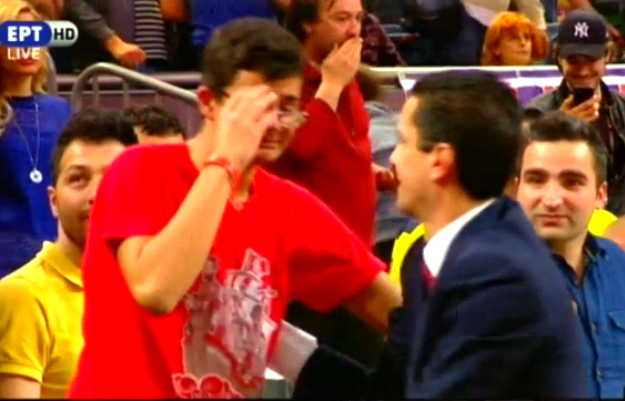 Συγκλονιστική αγκαλιά του Σφαιρόπουλου με το συγκινημένο γιο του! (video)