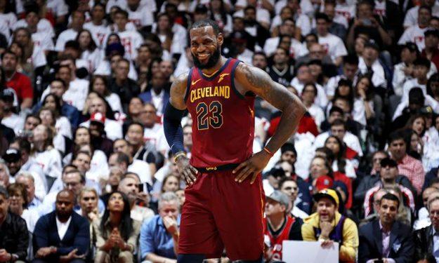 best service b2e39 6b609 LeBron James stuns the Raptors | Eurohoops