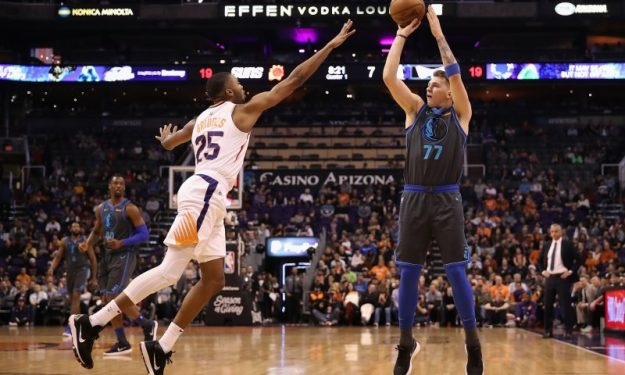Dirk Nowitzki makes season debut, sets National Basketball Association record