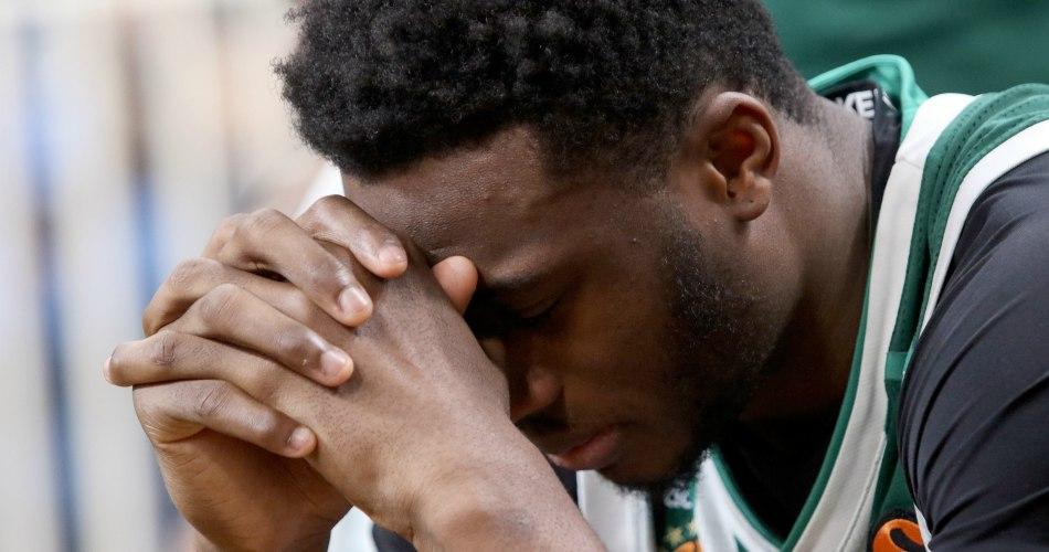ΤΡΟΜΕΡΟ στιγμιότυπο: Τα δάκρυα του Θανάση για τον αποκλεισμό (photos)