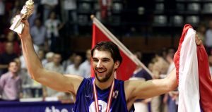 stojakovic_mvp_eurobasket_2001