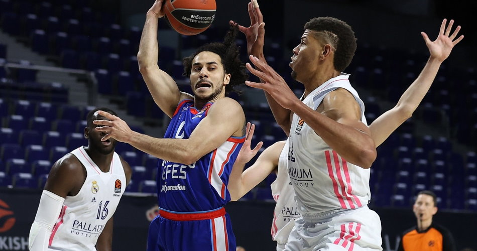 Anadolu Efes clinches playoffs spot, sends Real Madrid spiraling to elimination scenarios | Eurohoops